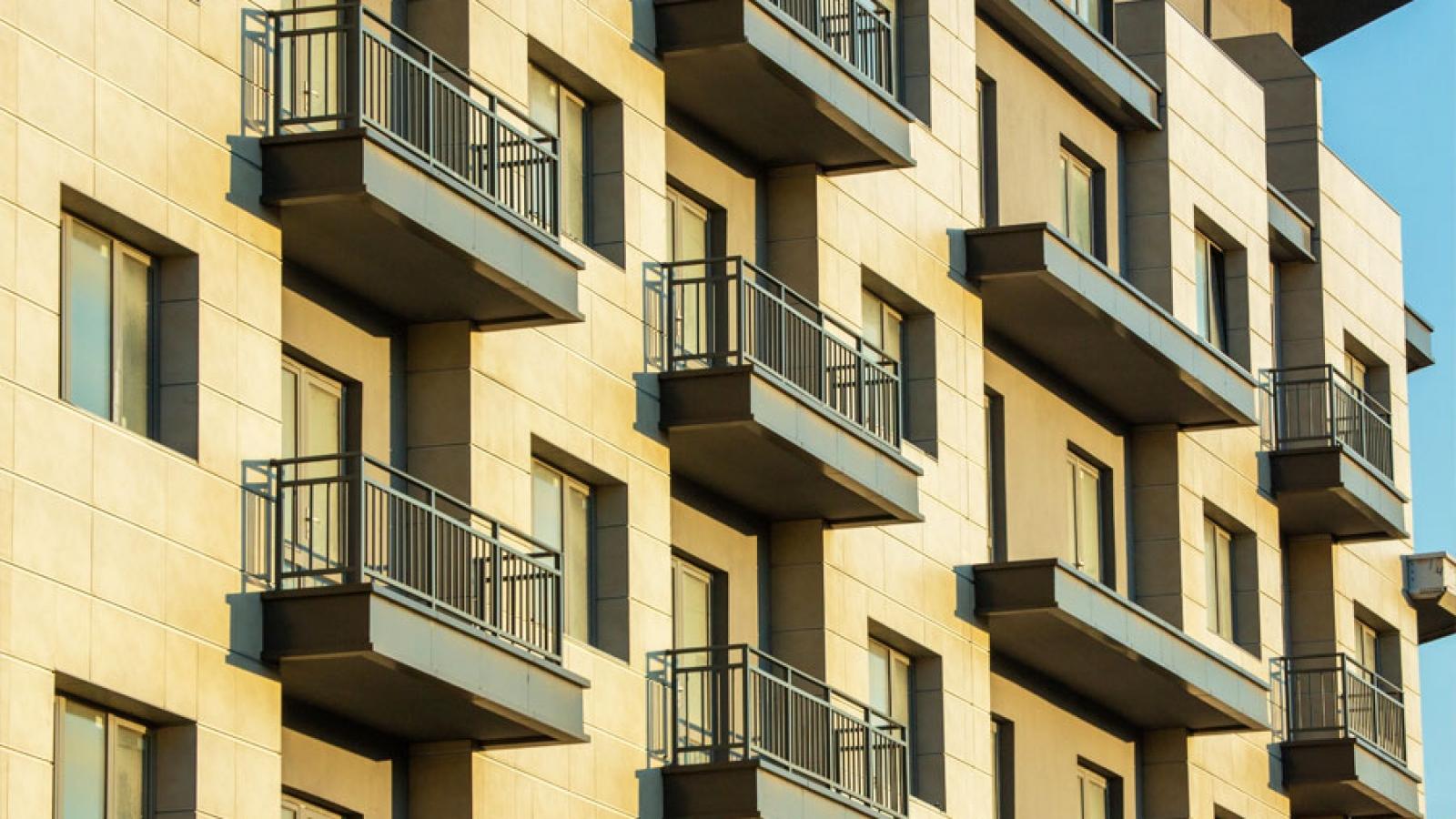 Unos apartamentos en un edificio en relación a las viviendas de uso turístico y la comunidad de propietarios